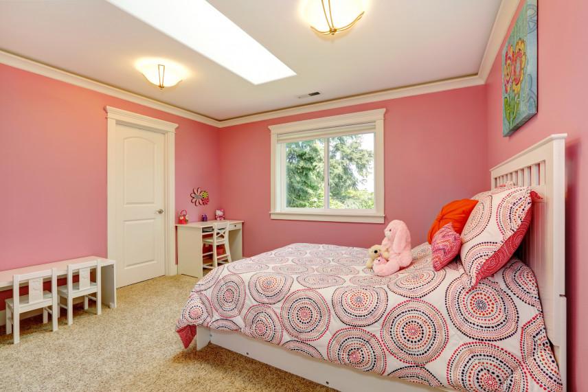 Pokój z dużym łóżkiem