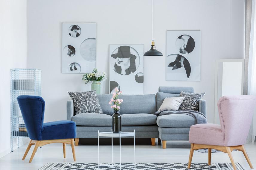 Salon w stylu skandynawskim ze stylowa komodą