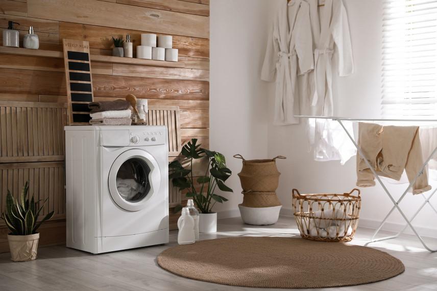 Pomieszczenie z pralką i suszarką