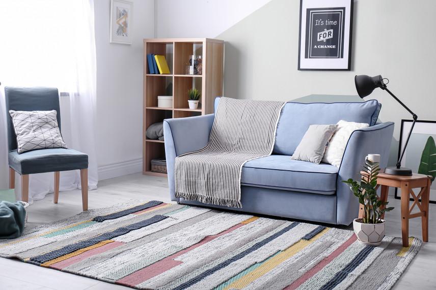Salon z patchworkowym dywanem