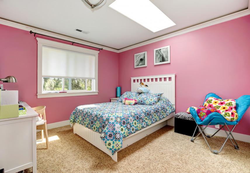 Różowy pokój w bloku