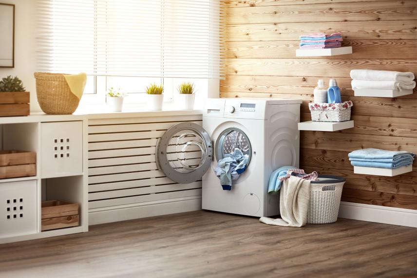 Pomieszczenie gospodarcze zaaranżowane na pralnię