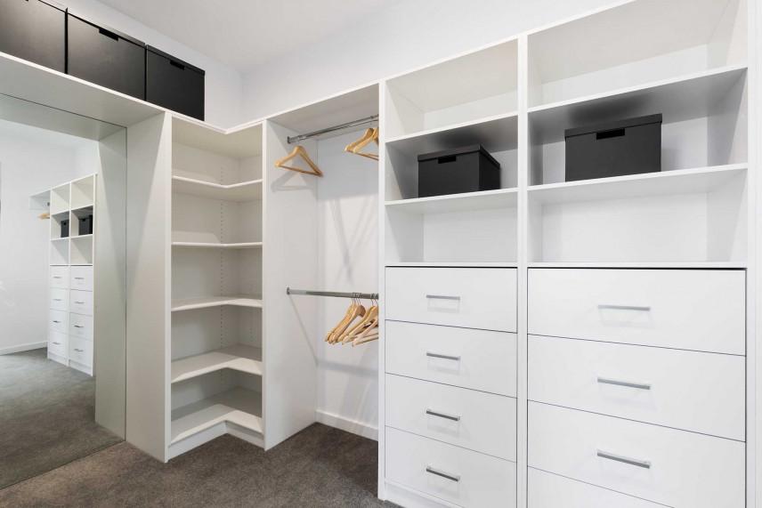 Garderoba mała kolor biały