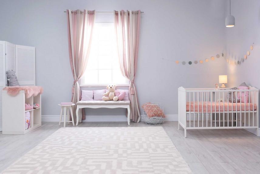 Klasyczny pokój z łóżkiem
