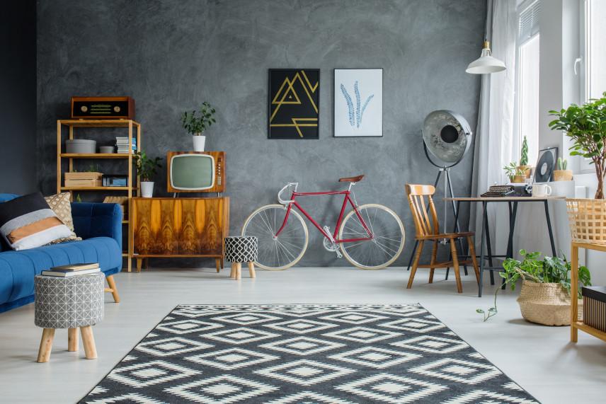 Salon w stylu skandynawskim z rowerem