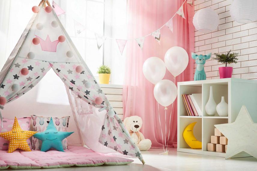 Biało-różowy pokój