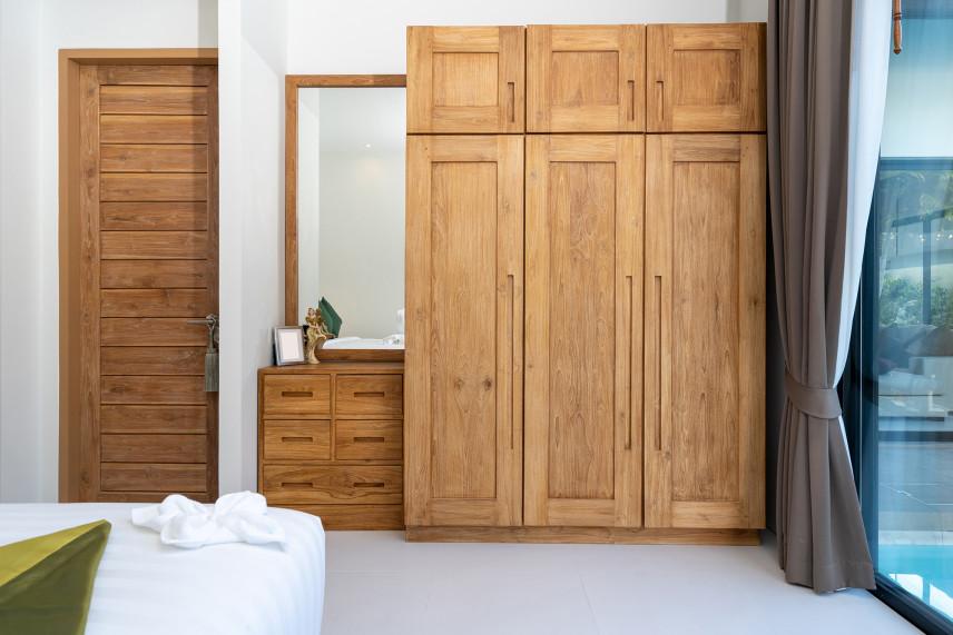 Mała garderoba z sypialnią