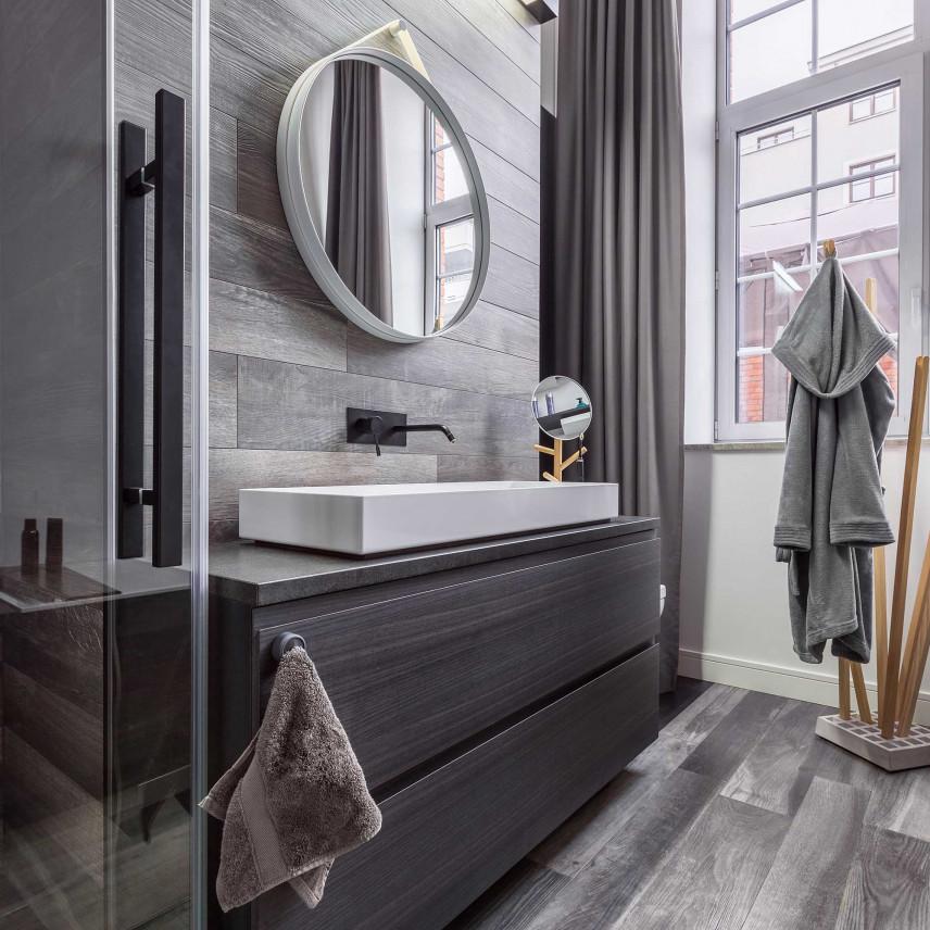 Mała łazienka z oknem