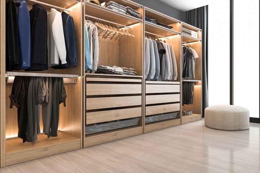 Garderoba z jasną podłogą