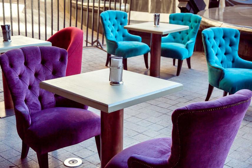 Kolorowe krzesła