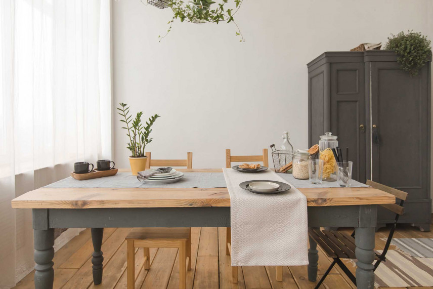 Prostokątny drewniany stół
