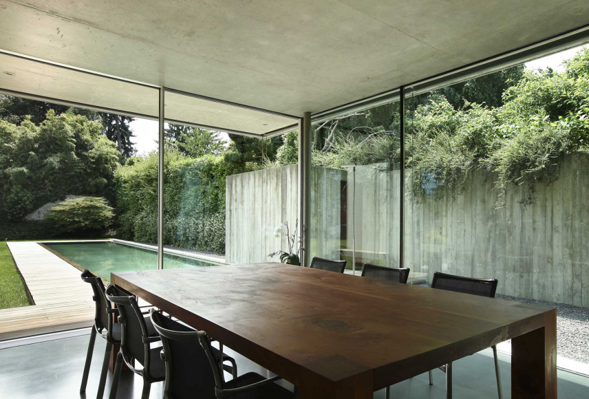 Duży prostokątny stół