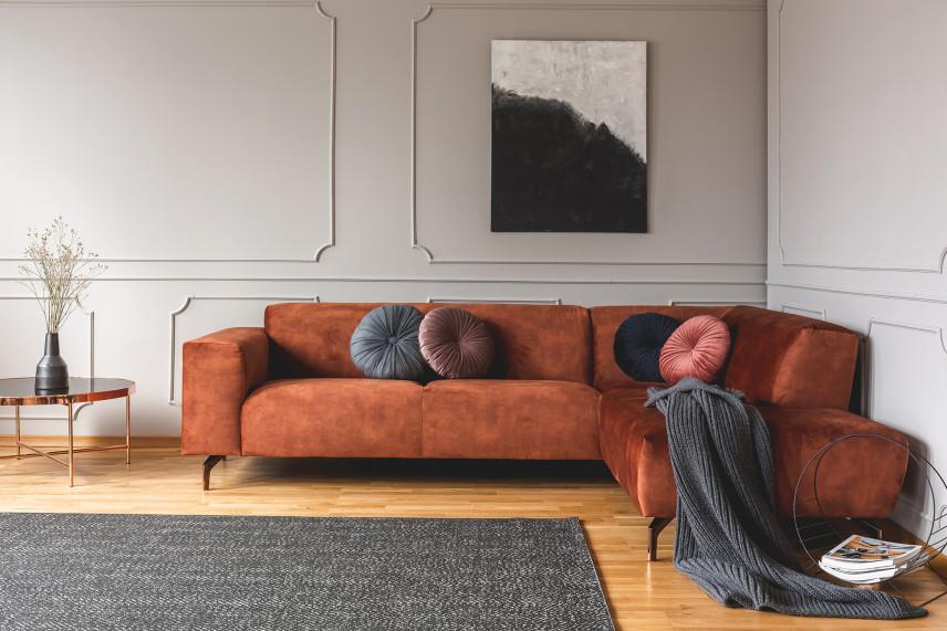 Sztukateria na szarej ścianie