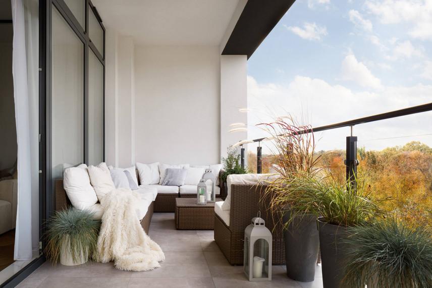 Wąski balkon w bloku