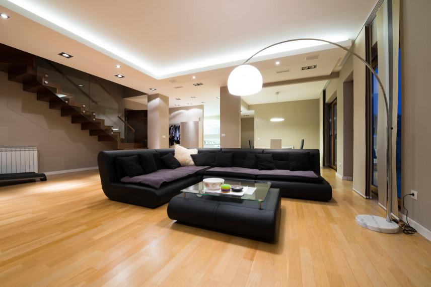Aranżacja salonu ze schodami