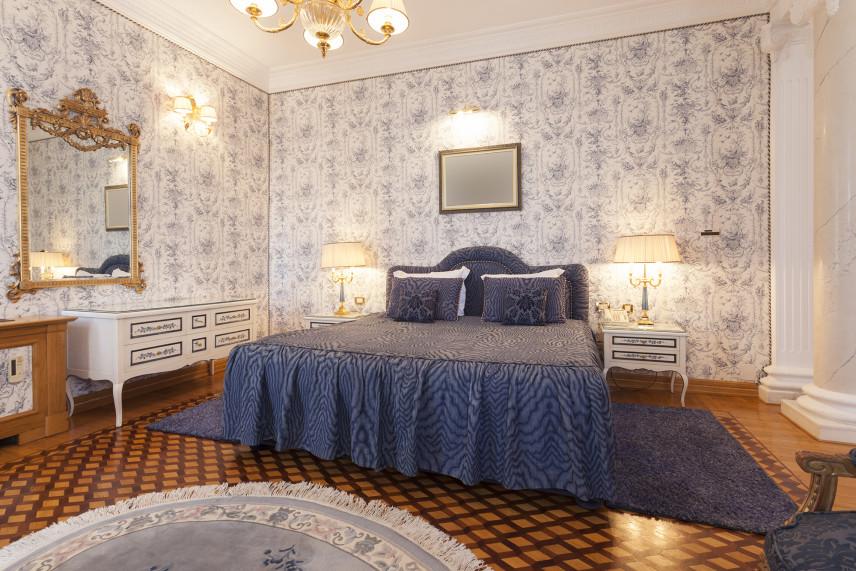 Sypialnia z angielskim łóżkiem