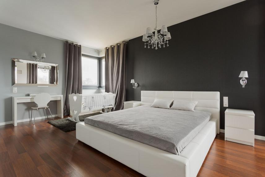 Łóżko z zagłówkiem tapicerowanym