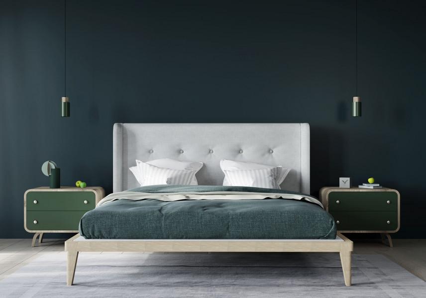 Drewniane łóżko z pikowanym zagłówkiem