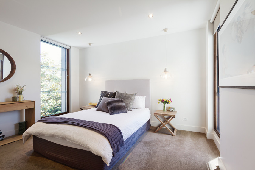 Łóżko tapicerowane w sypialni