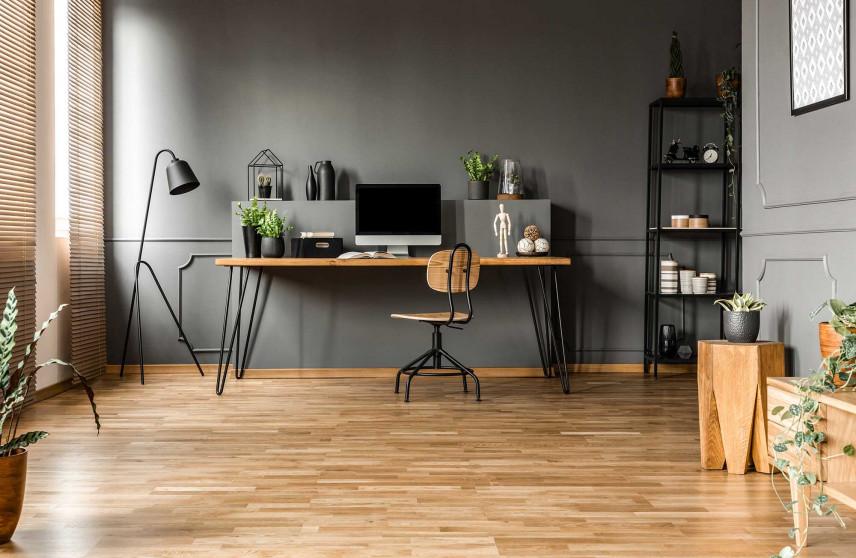 Szerokie, nowoczesne biurko w domu