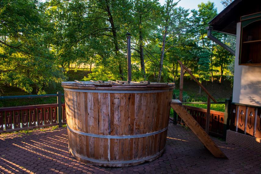 Tradycyjne jacuzzi z drewna