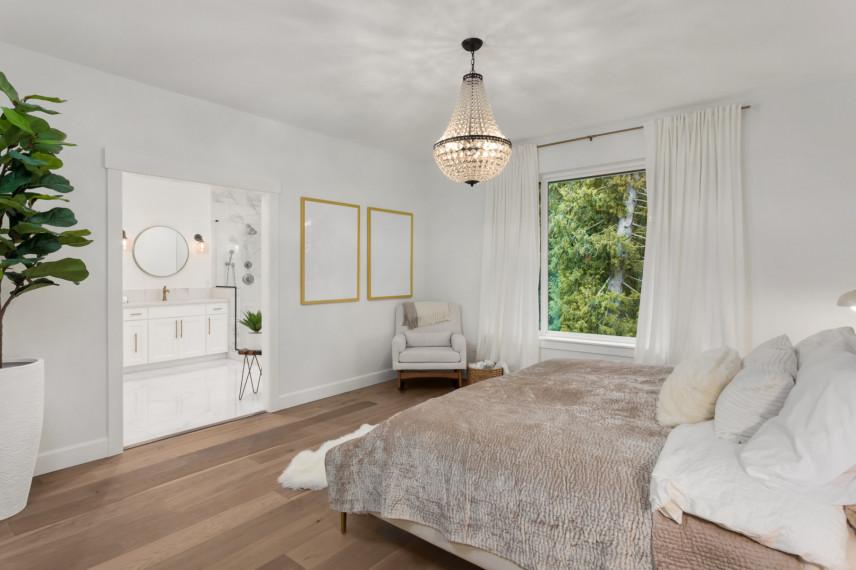 Sypialnia na piętrze w domu
