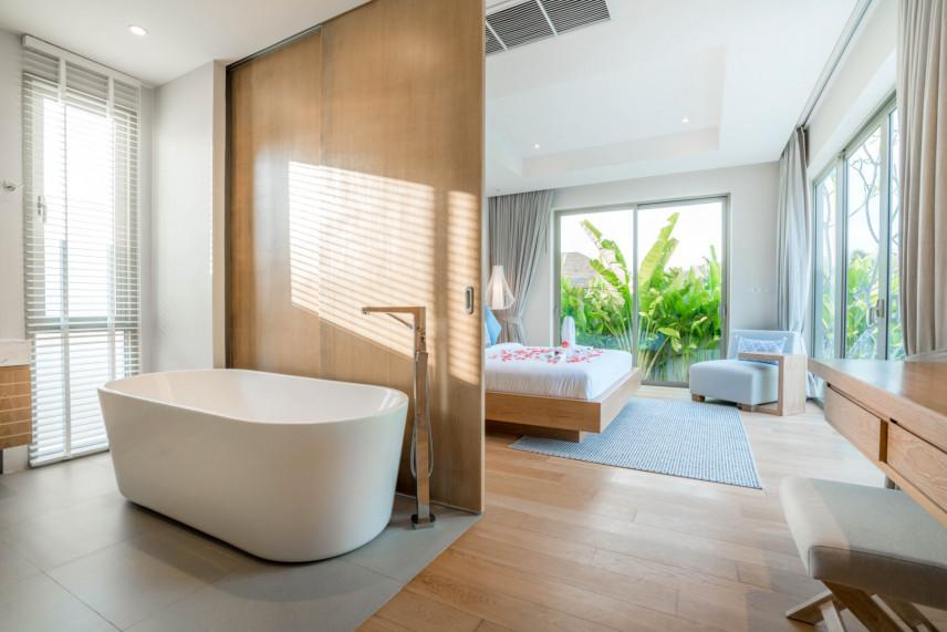 Łazienka z owalną wanną
