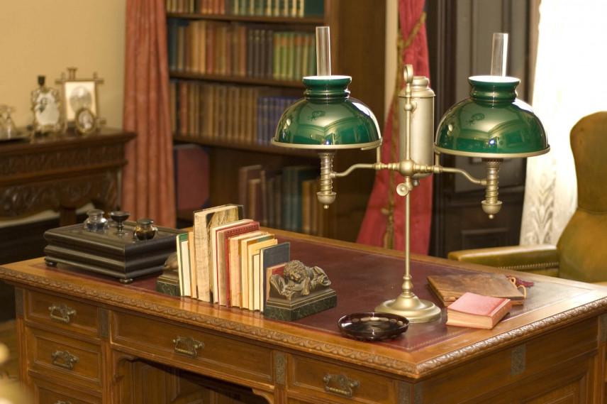 Biblioteczka w biurze