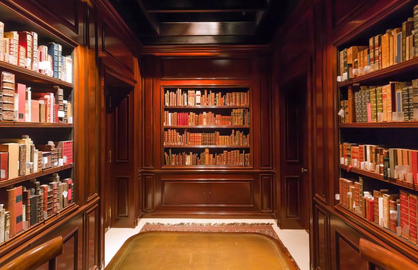 Biblioteczka w biurze domowym