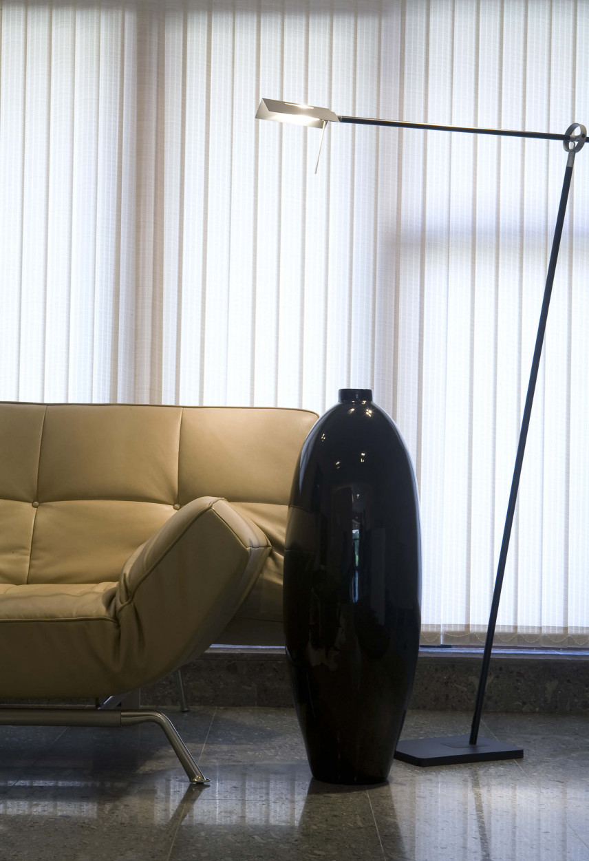 BIuro w mieszkaniu z kanapą