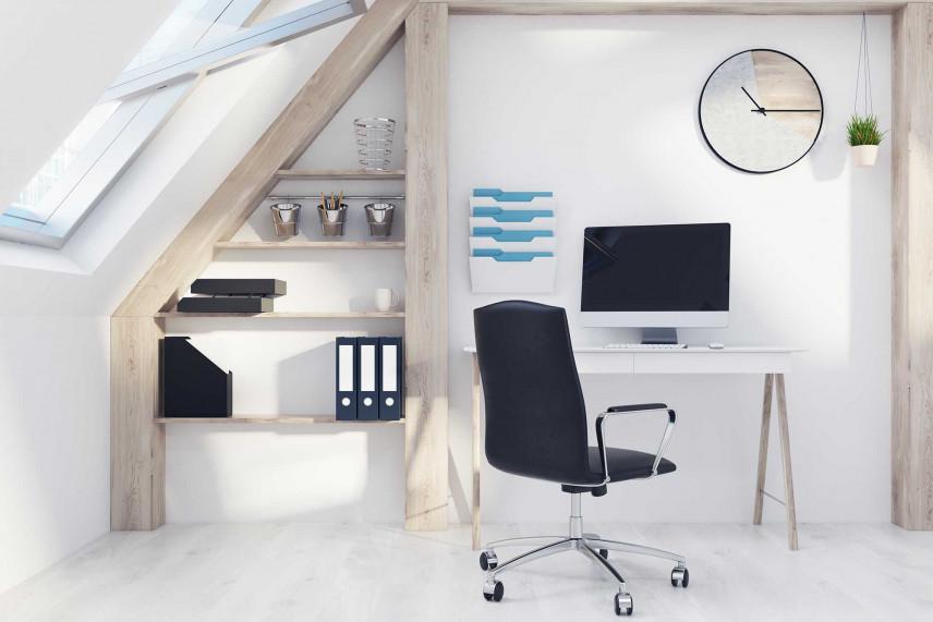 Małe biuro na poddaszu