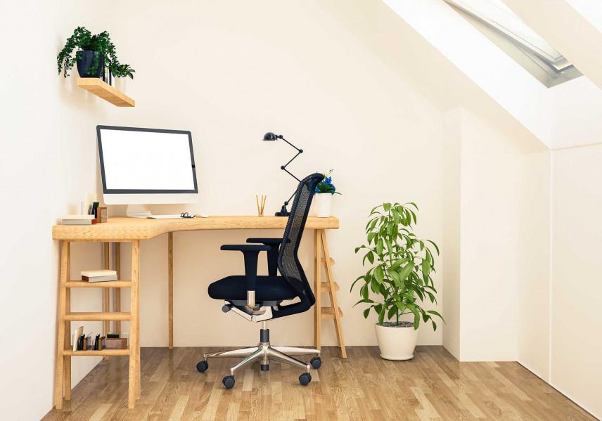 Małe, narożne biurko na poddaszu