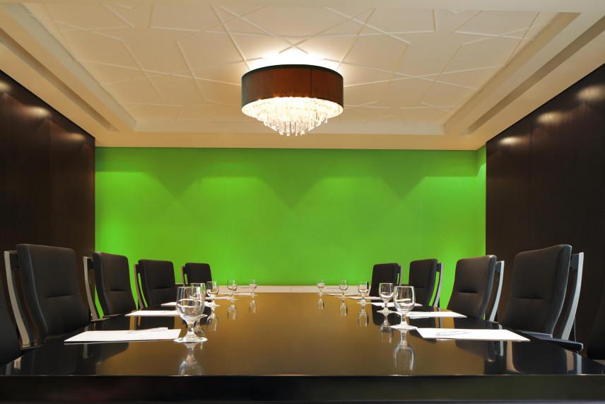 Zielona ściana w sali konferencyjnej
