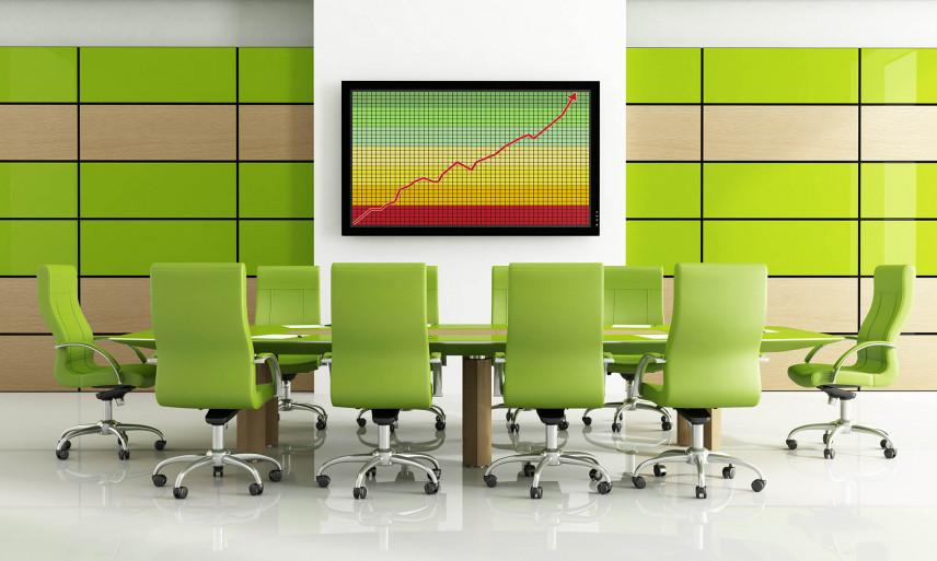 Sala konferencyjna z zielonymi fotelami