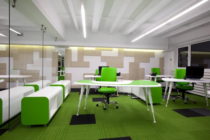 Sala do pracy z zieloną podłogą