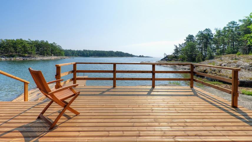 Taras z widokiem na jezioro