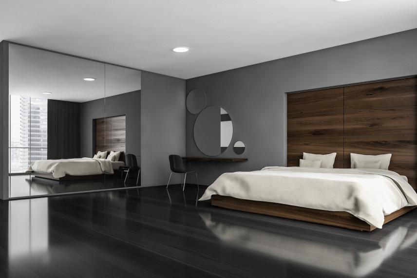 Sypialnia z dużą szafą