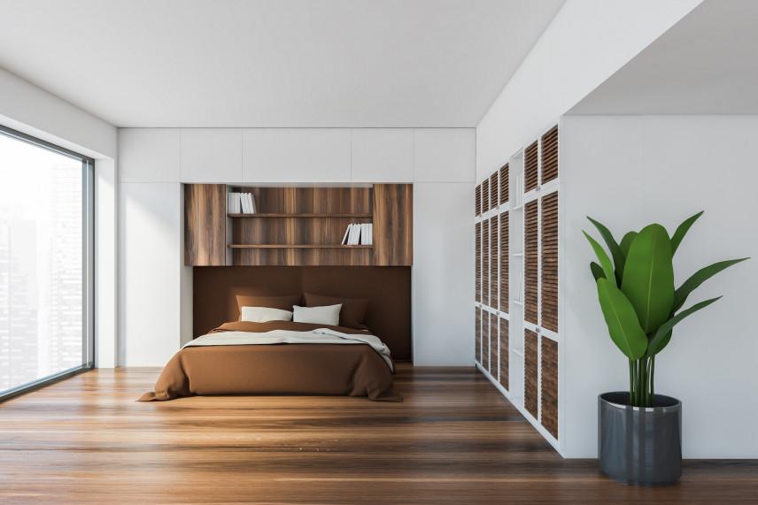 Aranżacja biało-drewnianej sypialni