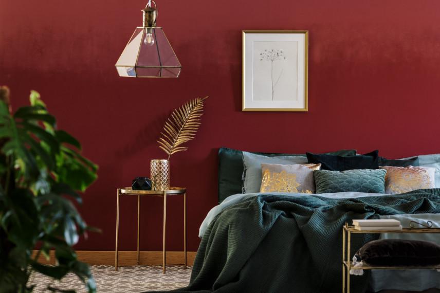 Projekt sypialni z czerwoną ścianą