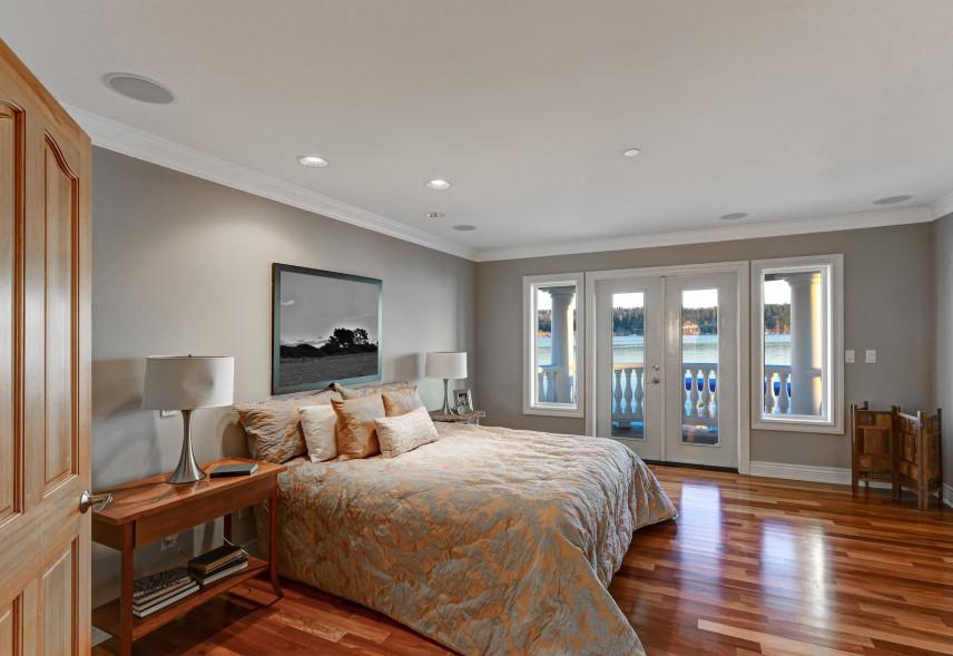 Duża sypialnia z balkonem