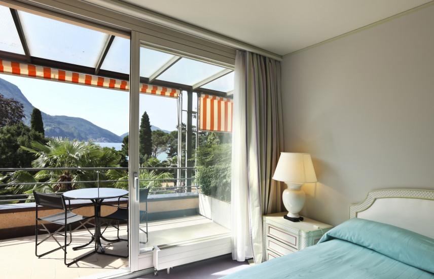 Sypialnia z wyjściem na balkon