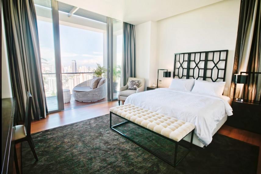 Sypialnia z metalowym łóżkiem