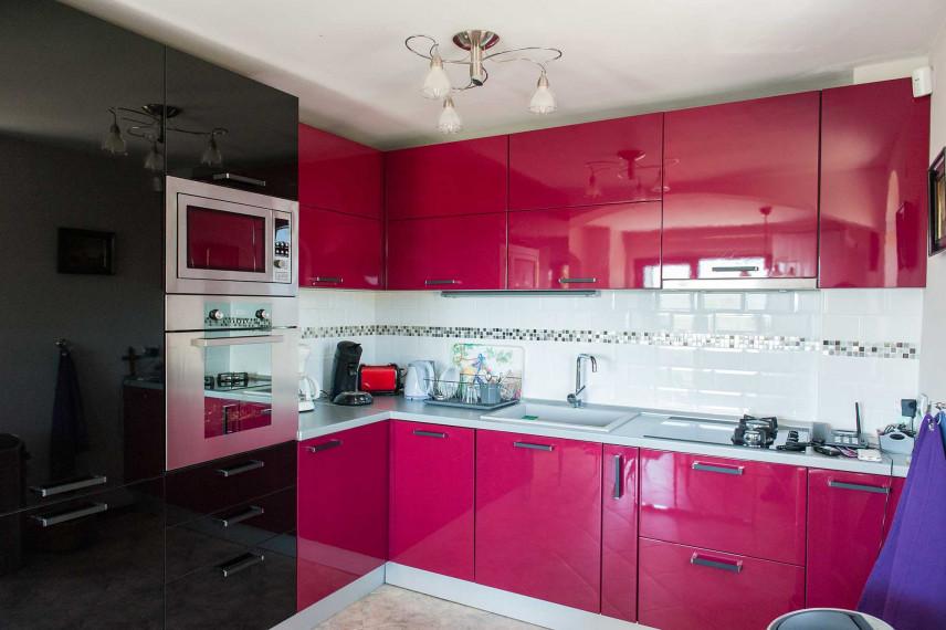 Mała czerwona kuchnia