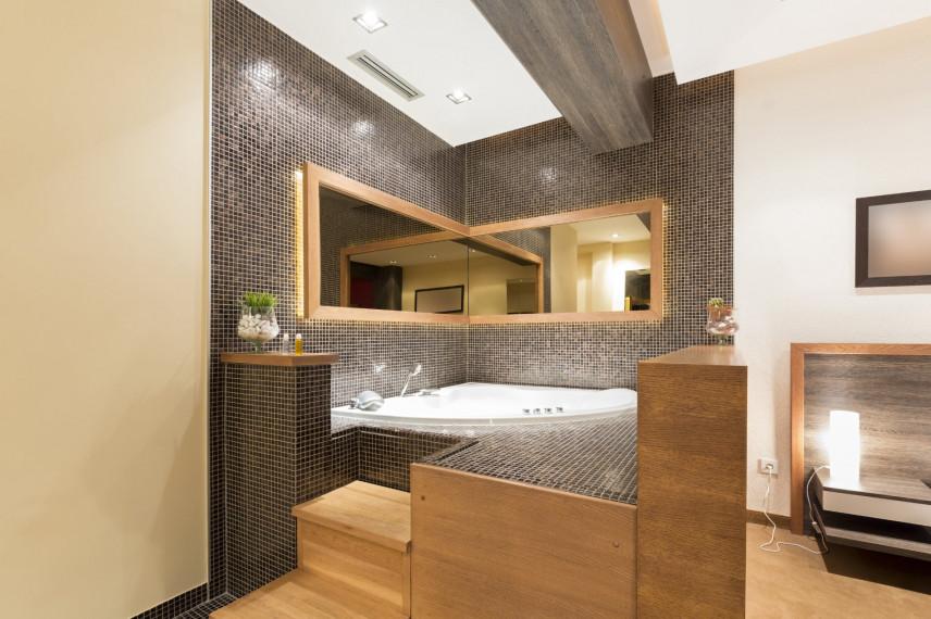 Elegancka łazienka w brązach