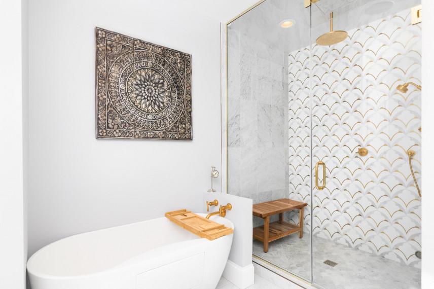 Orientalna łazienka w kolorze białym