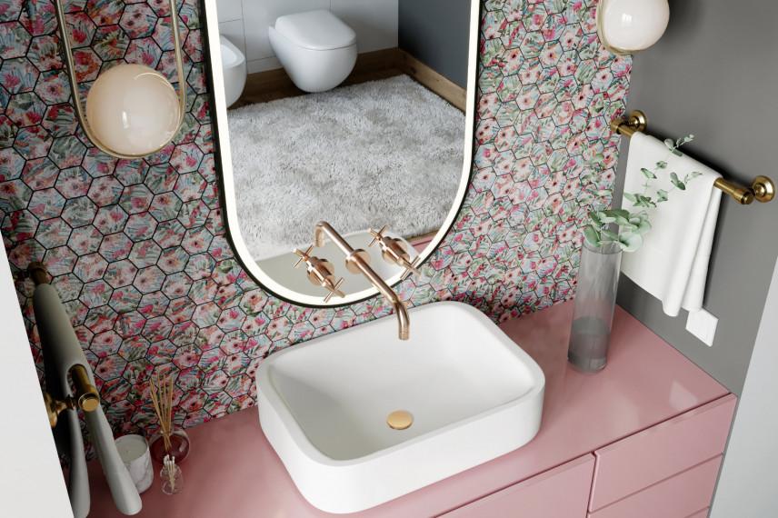 Szaro-różowa łazienka z mozaiką