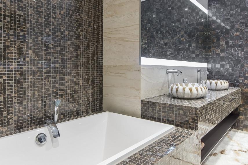 Nowoczesna łazienka szaro-czarną mozaiką