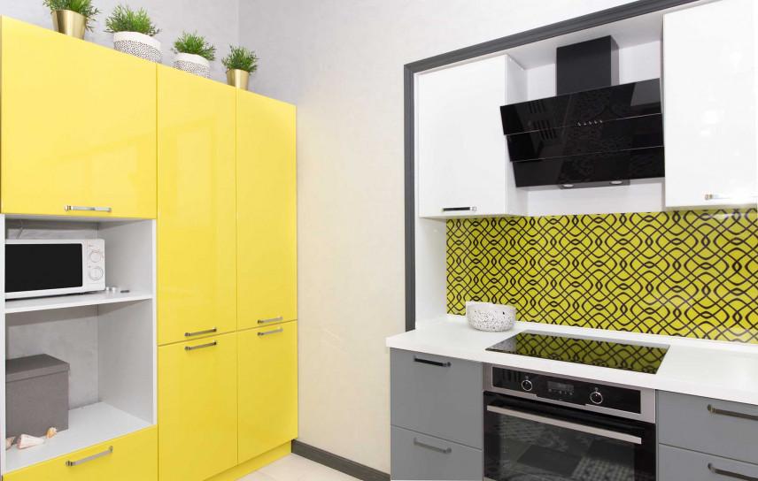 Mała kuchnia żółto-szara