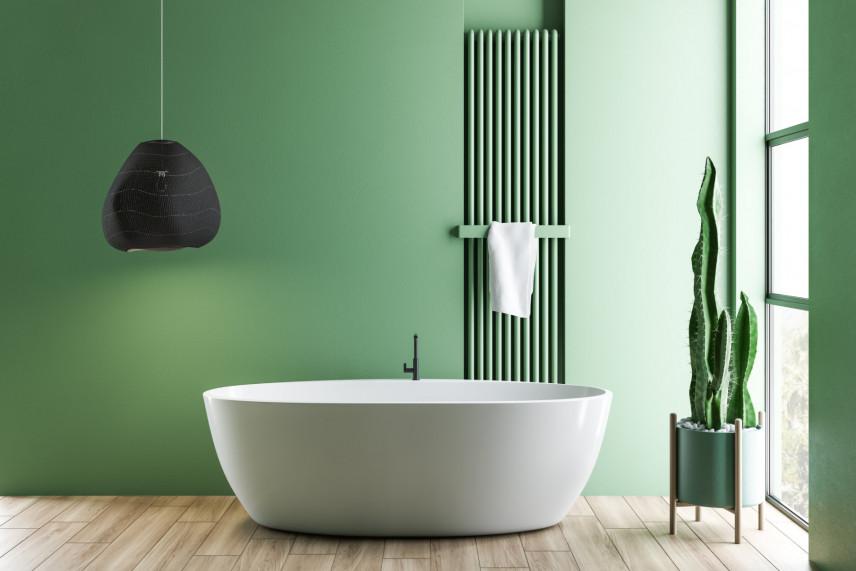 Designerska zielona łazienka  z wolnostojącą wanną