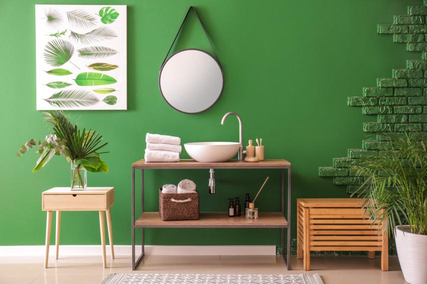 Łazienka z zieloną cegłą na ścianie